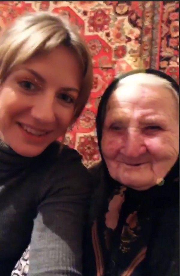 Леся Нікітюк з бабусею