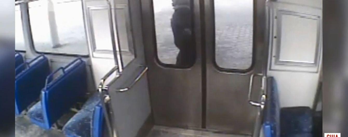 Злосчастный перекур: в США отец прозевал отправления поезда с маленьким сыном
