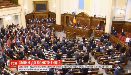 Парубий подписал закон о курсе Украины на вступление в НАТО и ЕС