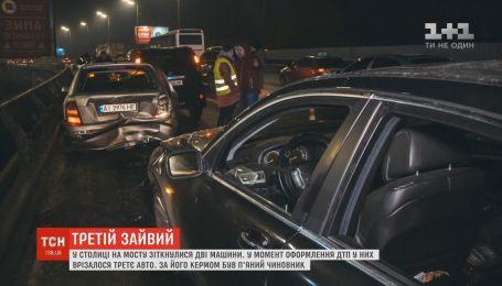 В столице пьяный чиновник влетел в машины, которые уже врезались друг в друга