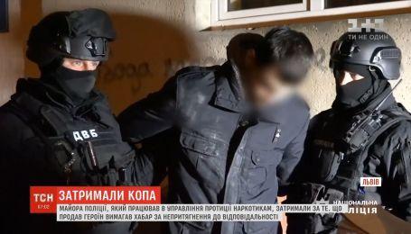 Во Львове полицейский продал героин и требовал взятку за непривлечение к ответственности