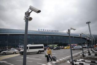 В московском аэропорту самолет врезался в столб
