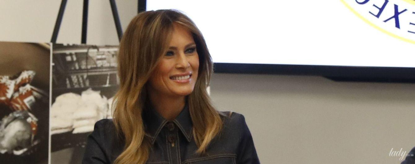 Получилось скромно: Мелания Трамп в джинсовом жакете пришла на брифинг