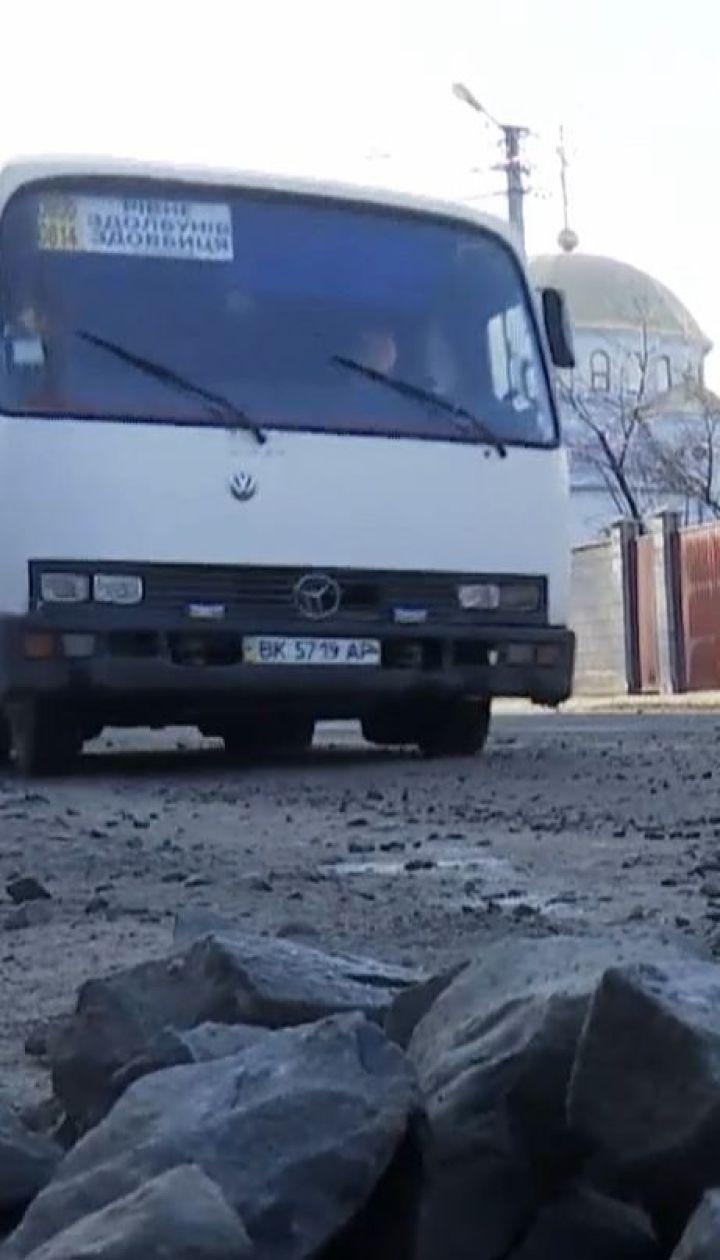 На Рівненщині люди обурені неякісним ремонтом дороги державного значення