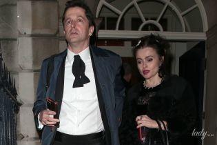 В экстравагантном образе и с незнакомцем: Хелена Бонэм Картер на вечеринке в Лондоне