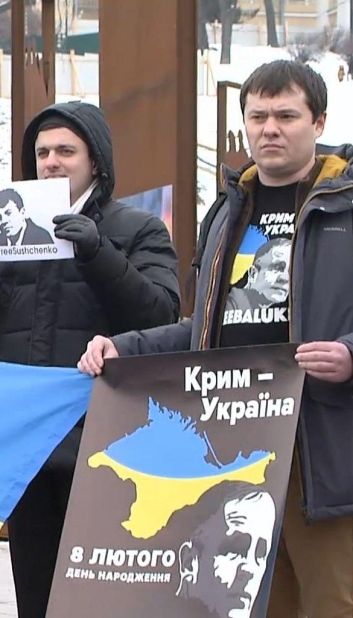 На Майдане Независимости празднуют день рождения двух украинских политзаключенных