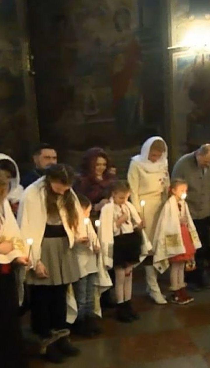 Митрополит Епифаний впервые в новом статусе окрестил сразу 9 детей