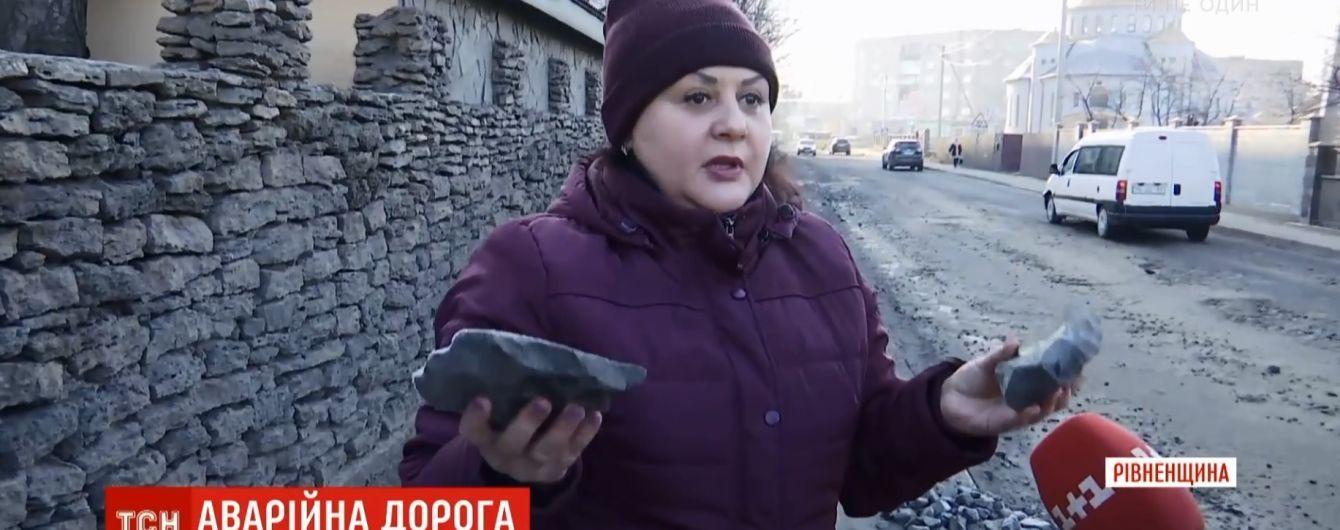 Новая горячая точка на дорогах: жители Ровенской области угрожают перекрыть трассу государственного значения из-за ее состояния
