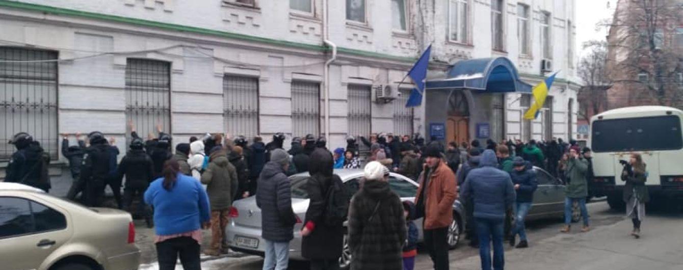 """ГБР направило в суд дело полицейского, который избил активиста со словами """"Ложись, Бандера"""""""