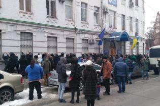 """Драка между активистами и полицией на Подоле: четырем """"радикалам"""" объявили о подозрении"""