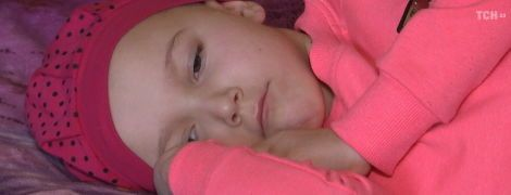 Маленькая Мария нуждается в помощи в борьбе со страшной болезнью