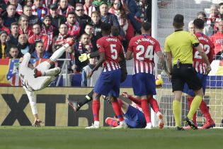 """""""Реал"""" у мадридському дербі розібрався з """"Атлетико"""" та вийшов на другу сходинку"""