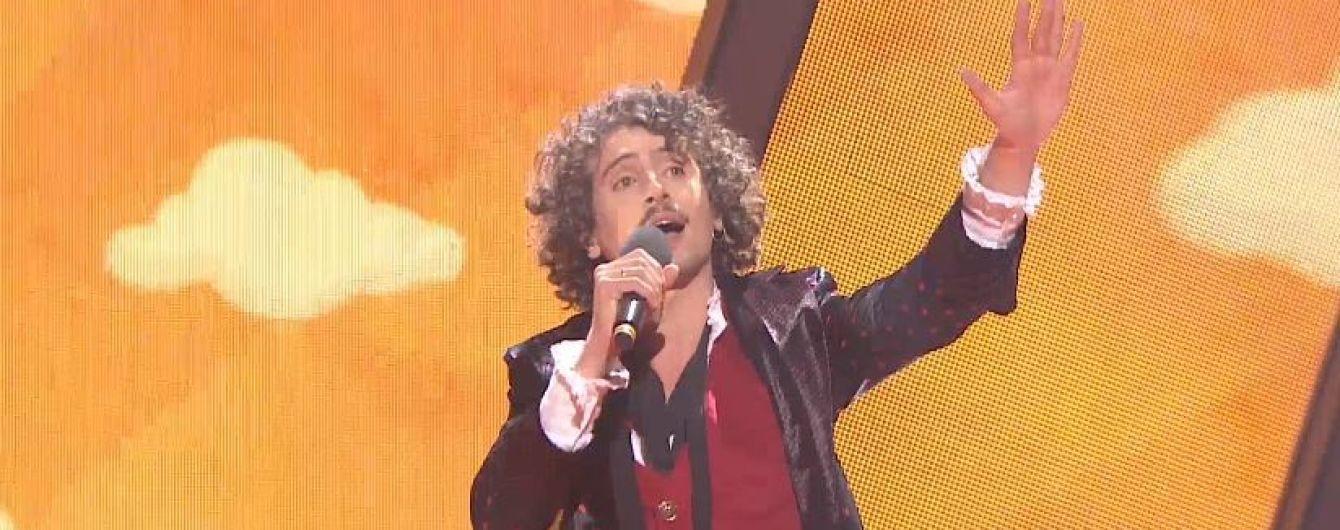 """Учасник нацвідбору на """"Євробачення-2019"""" політав над сценою на кульках"""