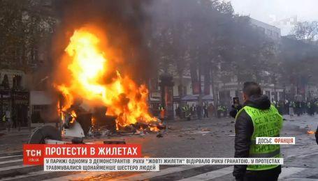 """Протесты """"желтых жилетов"""": одному из митингующих оторвало руку гранатой"""