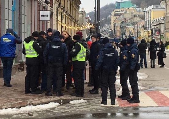 Поліція відпустила затриманих на Контрактовій площі активістів