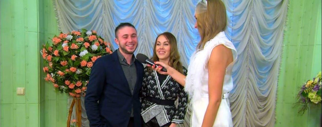 Реєстраторка у гіпсі та залицяння родичів: Aloysha та Тарас Тополя пригадали казуси свого весілля