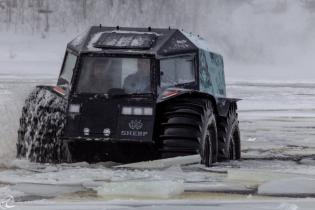 Украинский супервездеход Sherp покорил ледяное озеро в Канаде