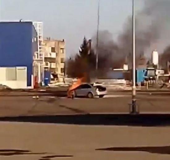 У Львові на парковці ТЦ спалахнув автомобіль