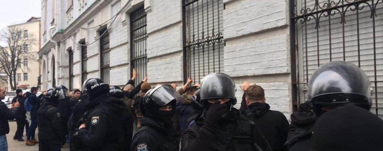 Стало известно, кто отдал приказ задержать активистов в Киеве