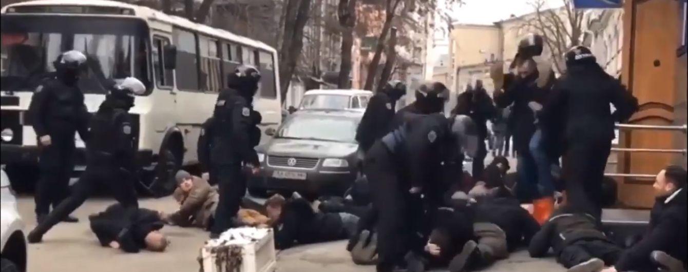 """В поліції пообіцяли покарати правоохоронців за побиття активістів та вигук """"Лягай, Бандеро"""""""