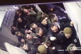 Полиция обнародовала видео штурма райотдела активистами в Киеве