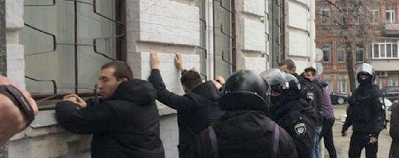 """""""Знаем, кто кричал о Бандере"""": Луценко заявил об открытии дела за избиения полицейскими активистов"""
