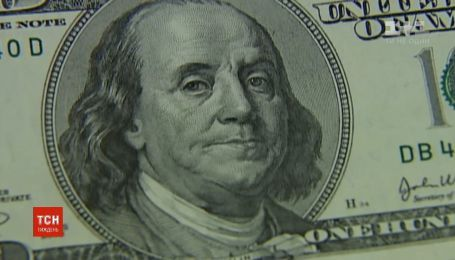 Валютні коливання: чому долар та євро стрімко дешевшають
