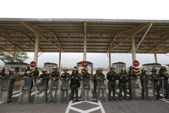 Венесуельські війська привели до повної бойової готовності через гуманітарну допомогу США