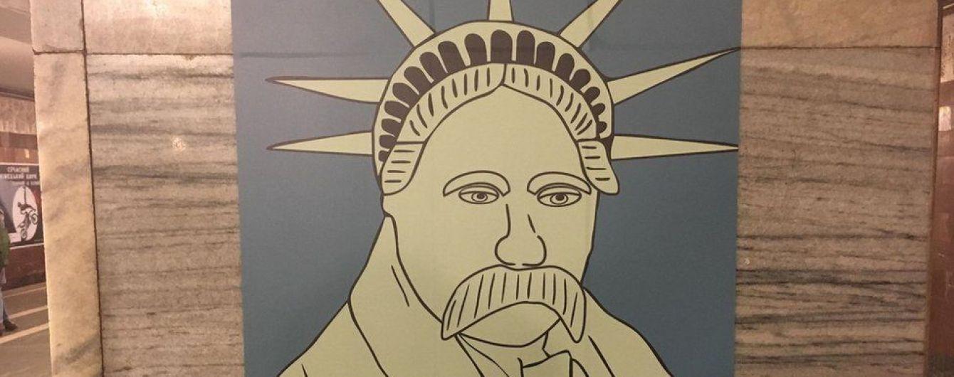 Порезанные вандалом необычные картины Шевченко выставят в нескольких городах Украины