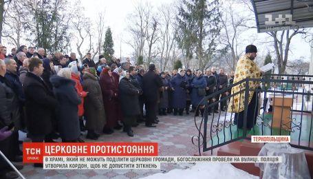На Тернопольщине общины провели богослужения на улице