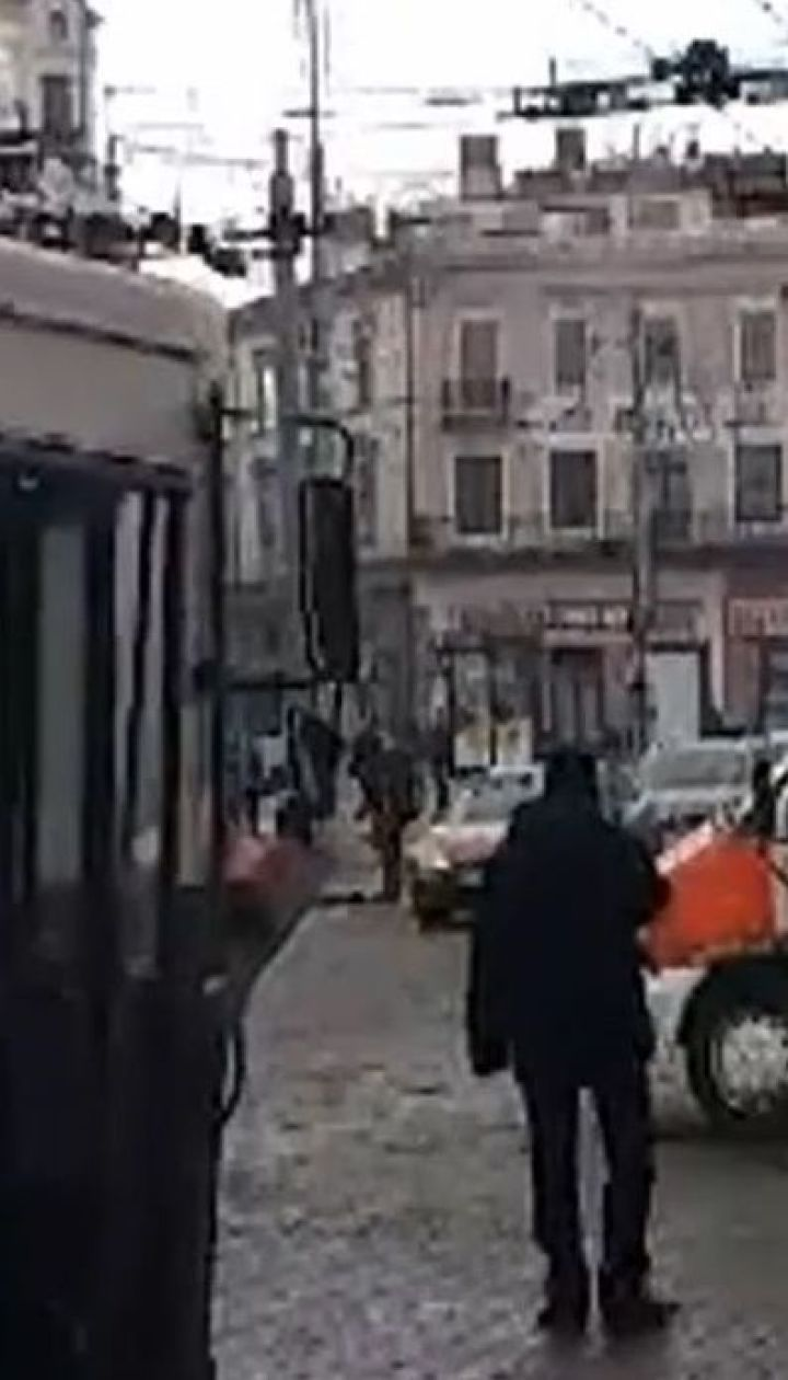 У Чернівцях на ходу загорівся тролейбус із пасажирами