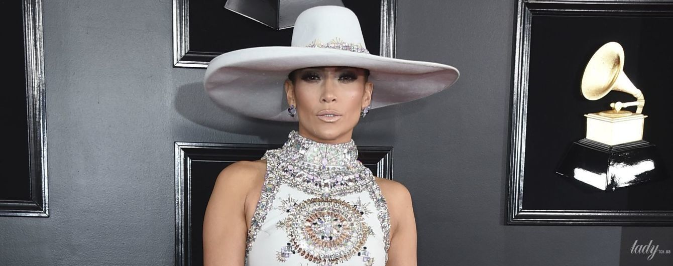 """В кутюре и платье с перьями: два эффектных образа Джей Ло на церемонии """"Грэмми-2019"""""""
