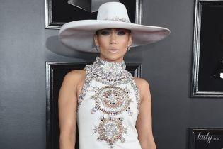 """У кутюрі та сукні з пір'ям: два ефектних образи Джей Ло на церемонії """"Греммі-2019"""""""