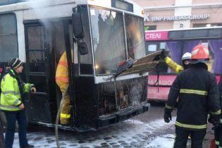 В Черновцах загорелся троллейбус с пассажирами внутри