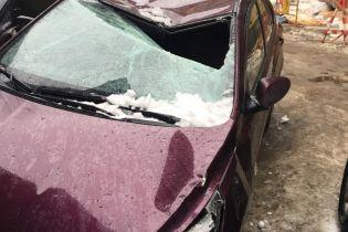 Брила льоду розбила вісім машин у центрі Санкт-Петербурга