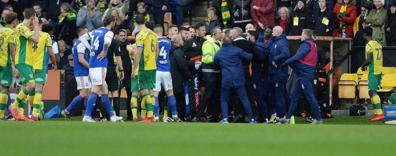 Футбольный матч в Англии завершился массовой дракой между игроками и тренерами