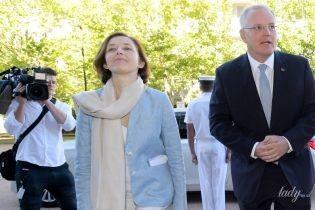 В голубом жакете и белых брюках: нежный образ министра обороны Франции