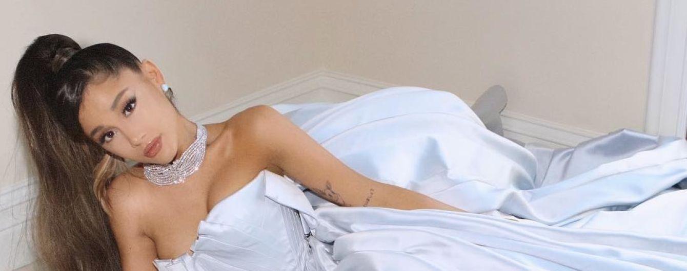 """На полу вместо """"Грэмми"""": Ариана Гранде ошеломила роскошным платьем"""