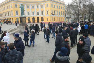 Хотів розіграти одного, а прийшли сотні: пранкер розповів ТСН, як організував фейкові мітинги