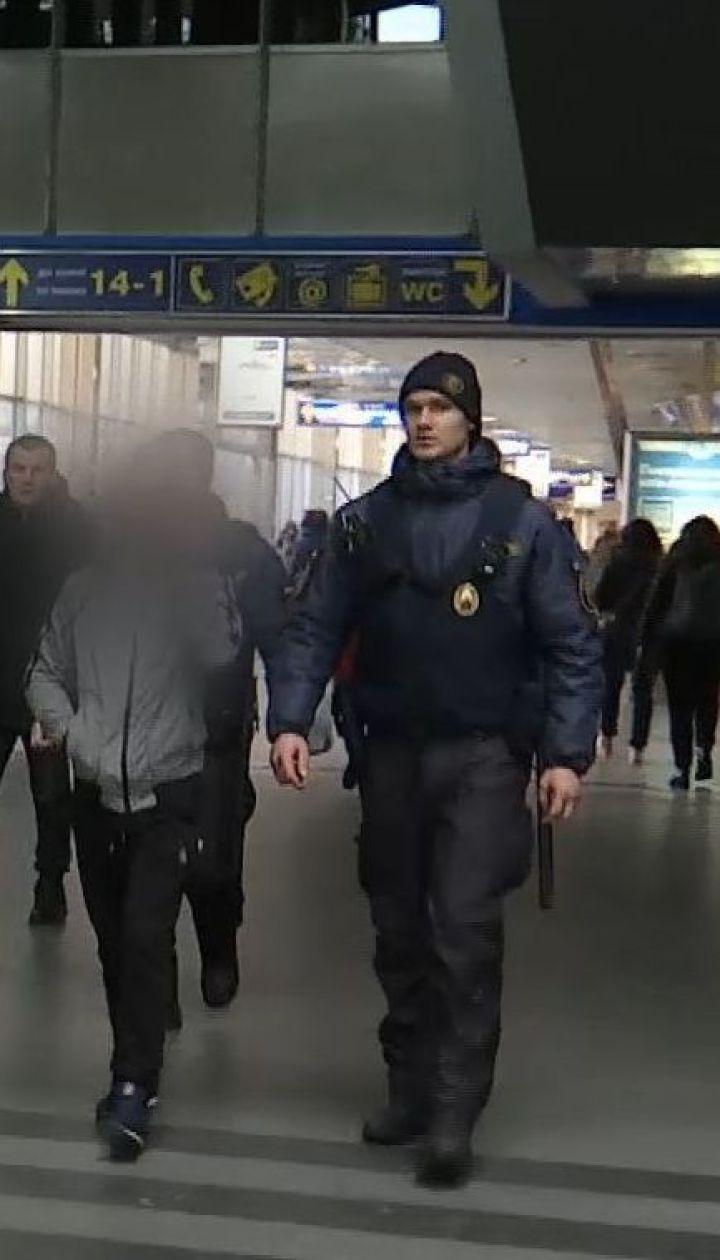 Вокзальный рейд: ТСН вместе с ювенальной полицией проверила вокзал на наличие беспризорных детей