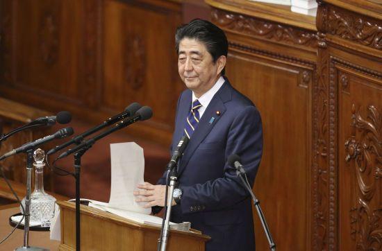 Прем'єр Японії заявив, що мирний договір з Росією буде укладено після узгодження кордонів