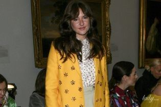 Дорого и ярко: стильная Шейлин Вудли на показе Carolina Herrera в Нью-Йорке