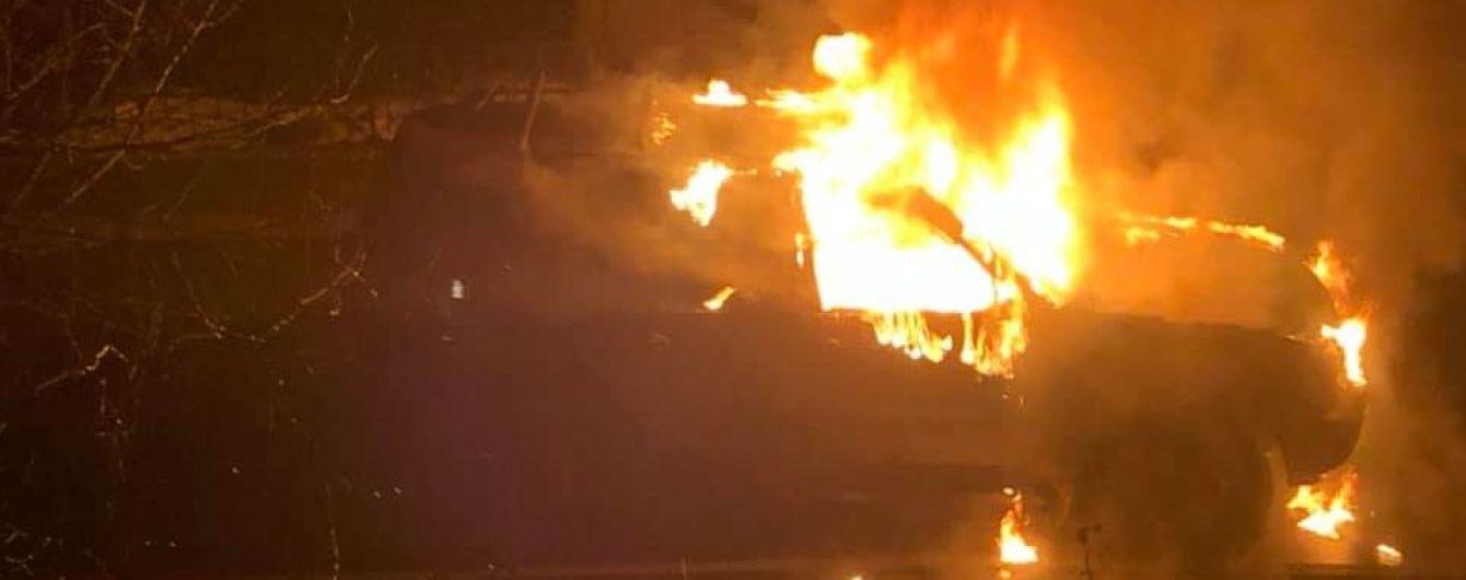 В Киеве неизвестные сожгли авто матери депутата горсовета