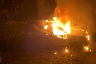 У Києві невідомі спалили авто матері депутата міськради