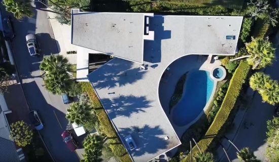 Маск виставив на продаж свій будинок-космічний корабель в Каліфорнії