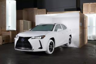 Lexus создал белые шины в стиле культовых кроссовок Nike
