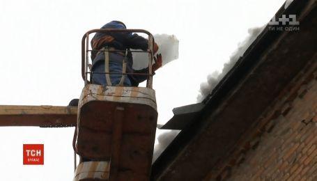 Ответственная за чистую крышу дома работница ЖЭКа может попасть за решетку