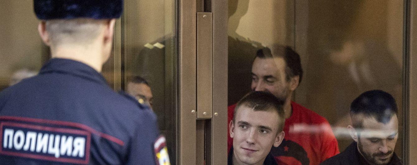 Российский суд продлил арест четверым военнопленным украинским морякам до середины лета