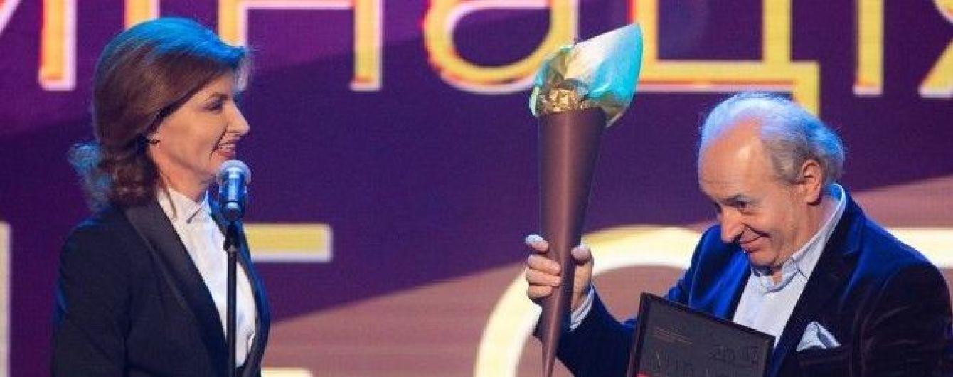 В элегантном смокинге с атласной вставкой: Марина Порошенко на торжественной церемонии
