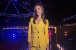 В желтом костюме и пестром платке: яркий образ Кати Осадчей